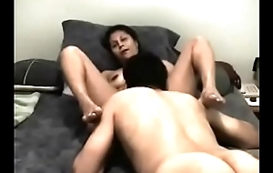 Sucking wife&#039_s pussy till she cums