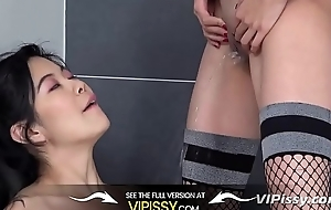 Cheerleaders drink piss after practice - Lesbian Pissing